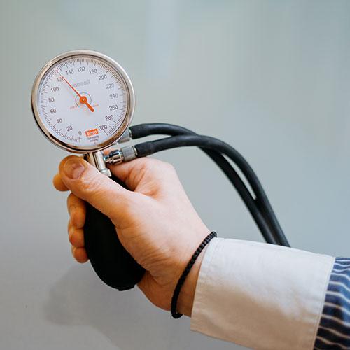 Hausarzt Trudering - Ntampakas - Bliutdruckmessung